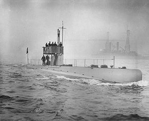 SS 19 USS D-3 underway off New York City during the October 1912 Naval Review